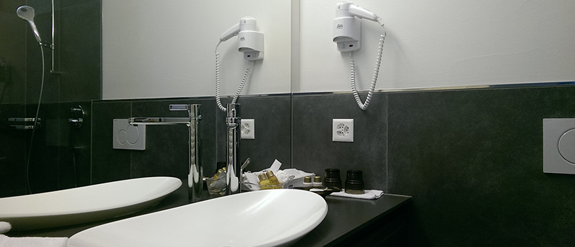 Hotel Beau Rivage, Weggis, Lake Lucerne, Switzerland - example of bathroom.jpg